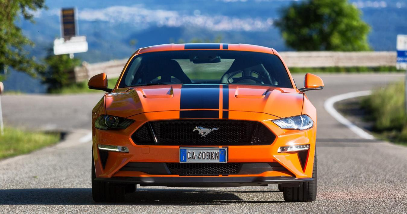 Ford Mustang 5.0 V8 GT anteriore